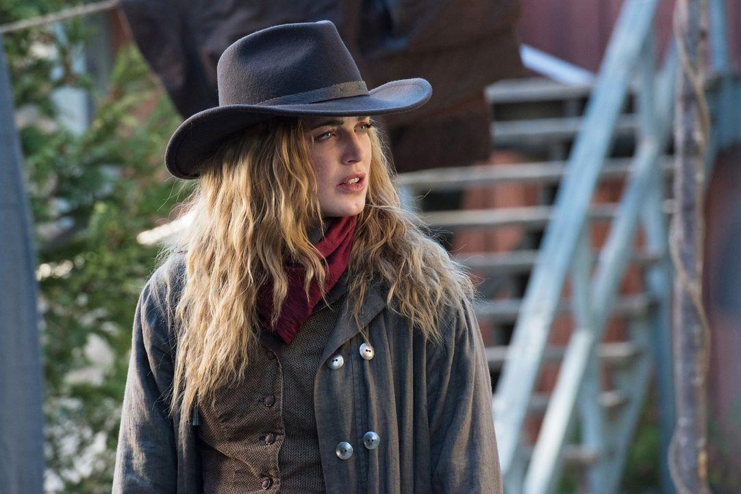 Während Sara (Caity Lotz) im Wilden Westen versucht, die Geschichte zu beschützen, muss sich Martin eingestehen, dass etwas mit ihm ganz und gar nic... - Bildquelle: Warner Brothers