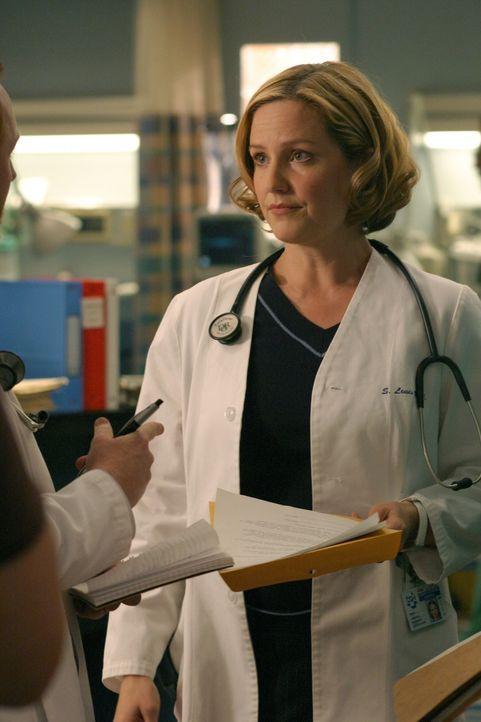 Susan (Sherry Stringfield) macht Ray klar, dass der Arztberuf kein Spiel, sondern ein Vollzeit-Job ist ... - Bildquelle: WARNER BROS