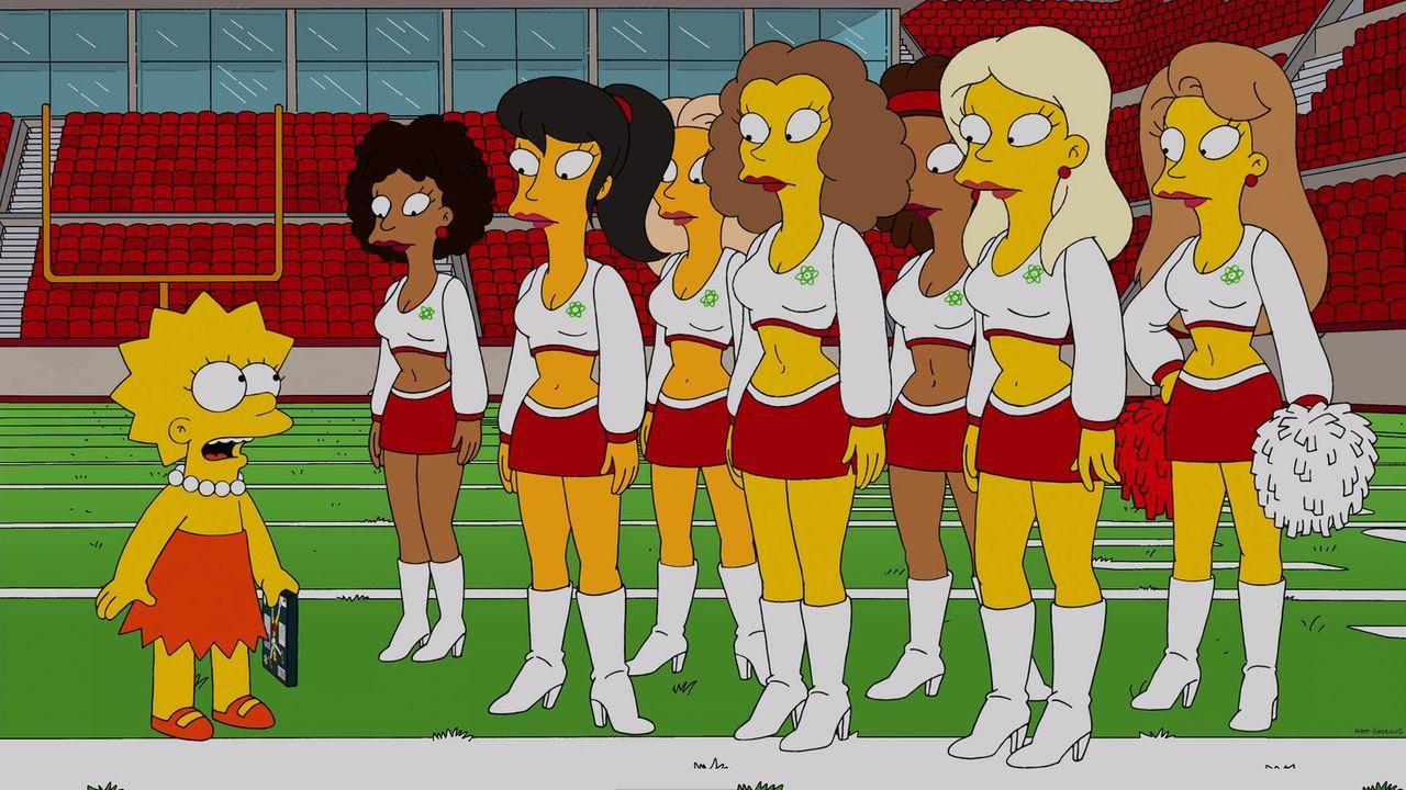 """Wird von den Cheerleadern des örtlichen Profifootballteams """"Springfield Atoms"""" rekrutiert: Lisa (l.) ... - Bildquelle: 2013 Twentieth Century Fox Film Corporation. All rights reserved."""