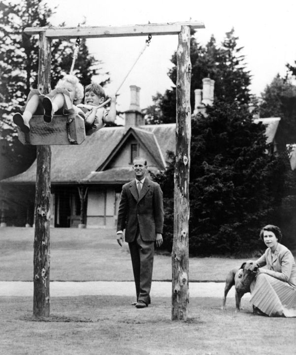 Queen-ElizabethII-Familie-1955-09-16-AFP - Bildquelle: AFP