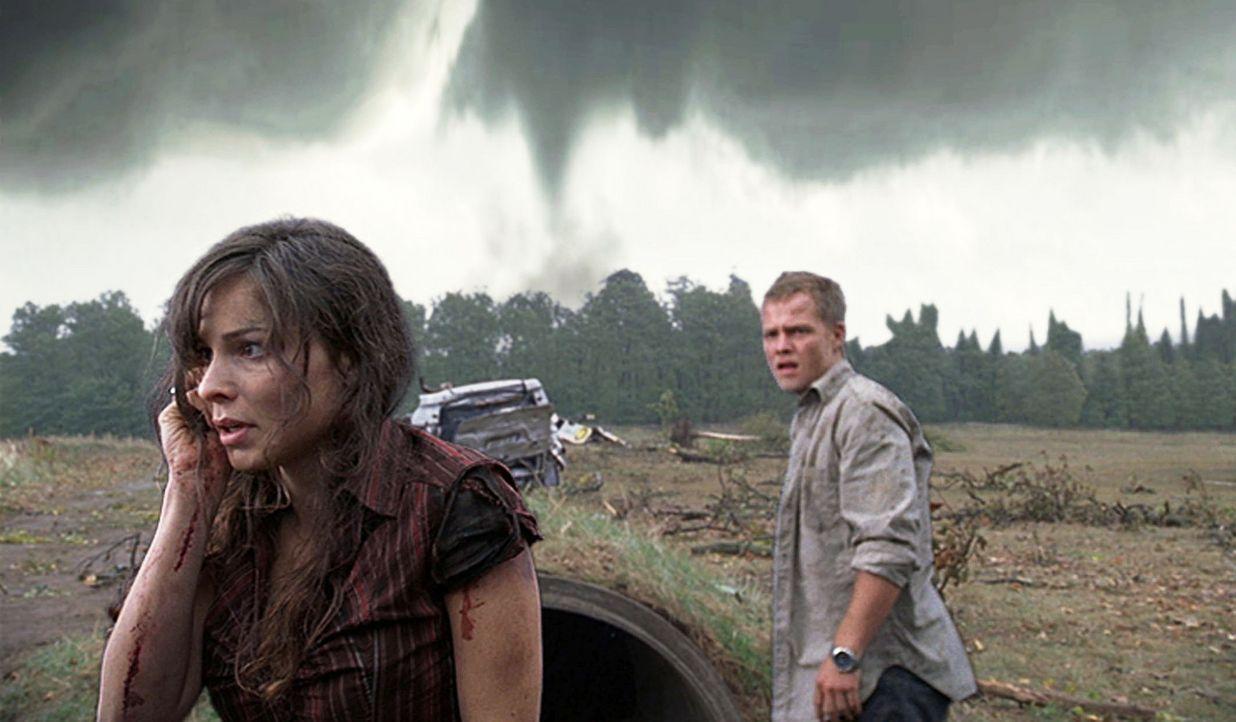 Als Jan (Matthias Koeberlin, r.) erfährt, dass sich ein neuer Tornado 100 KM von Berlin entfernt zusammenbraut, macht er sich mit Wetterbus, Camcor... - Bildquelle: Conny Klein ProSieben