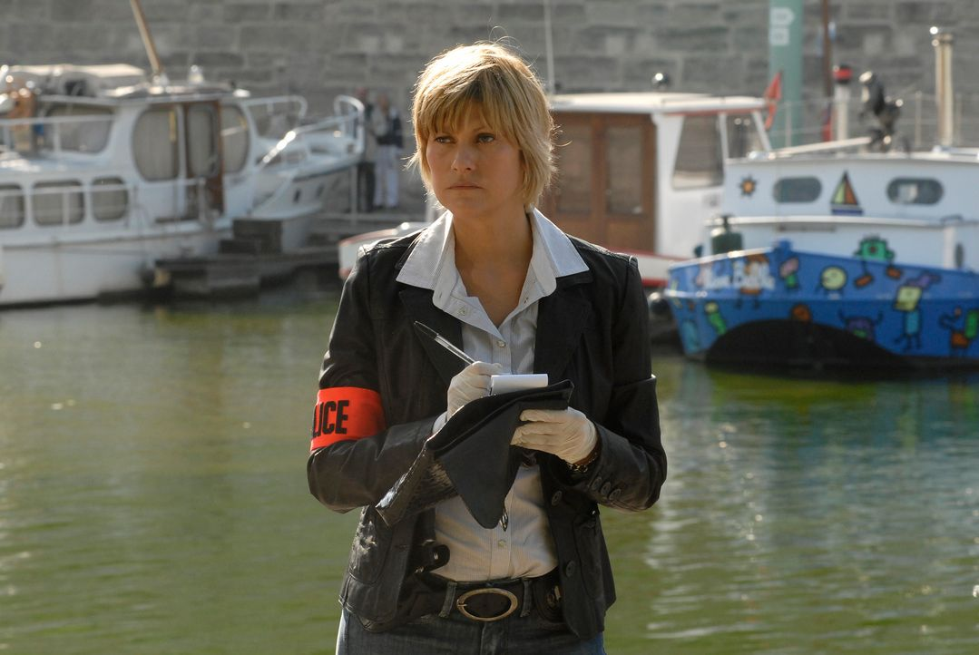 Ermittelt in einem sonderbaren Fall: Kommissarin Frédérique Kancel (Vanessa Valence) ... - Bildquelle: Jean-François Baumard 2008 - Beaubourg Audiovisuel/BeFilms/RTBF (Télévision Belge)