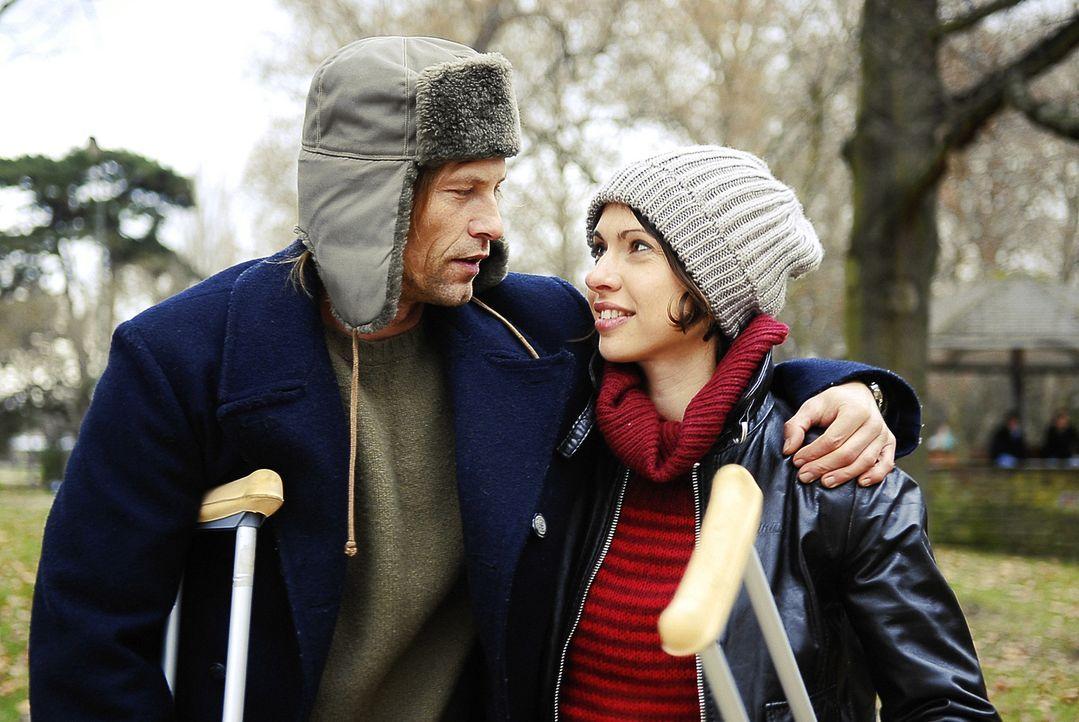 Hat ihre Liebe eine Chance? Marc (Til Schweiger, l.) und Nika (Jana Pallaske, r.) ... - Bildquelle: Warner Brothers