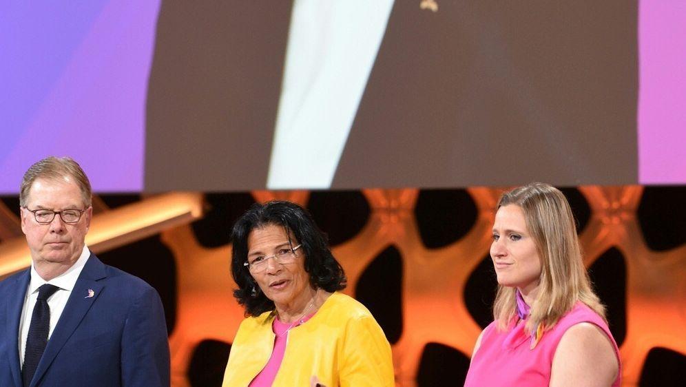 Anita Defrantz (M.) neue Vizepräsidentin des IOC - Bildquelle: AFPSIDCRIS BOURONCLE