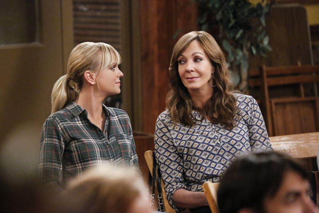 Auch Mutter Bonnie (Allison Janney, r.) fällt auf, dass Christy (Anna Faris, l.) anscheinend mit irgendetwas zu kämpfen hat ... - Bildquelle: 2016 Warner Bros. Entertainment, Inc.