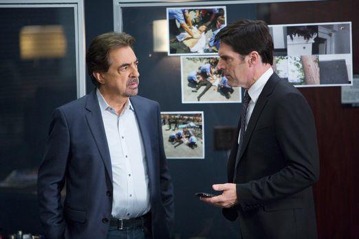 Criminal Minds - Ermitteln in einem neuen Fall: Hotch (Thomas Gibson, r.) und...