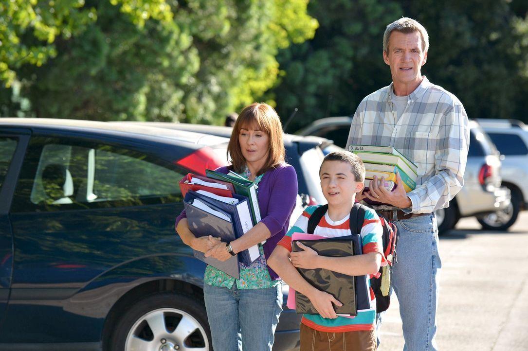 Um sich endlich ein eigenes Auto zu leisten, nimmt Sue einen Job in der Esse... - Bildquelle: Warner Brothers