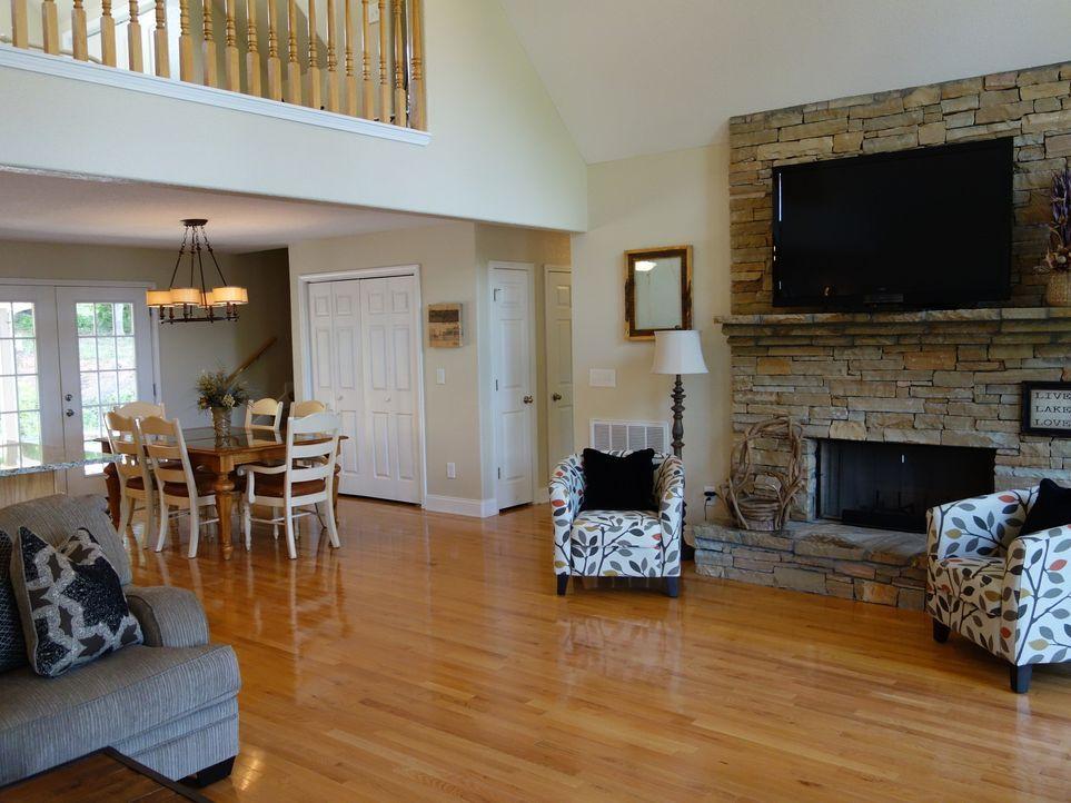 Finden Matthew und Audra mit Sky View ihr perfektes Haus? Das offene große Wohnzimmer mit Küche sagt ihnen auf Anhieb zu ... - Bildquelle: 2015,HGTV/Scripps Networks, LLC. All Rights Reserved