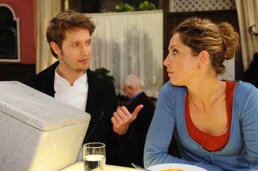 Anna und die Liebe - Jojo (Bernhard Bozian, l.) steht Nina (Maria Wedig, r.)...