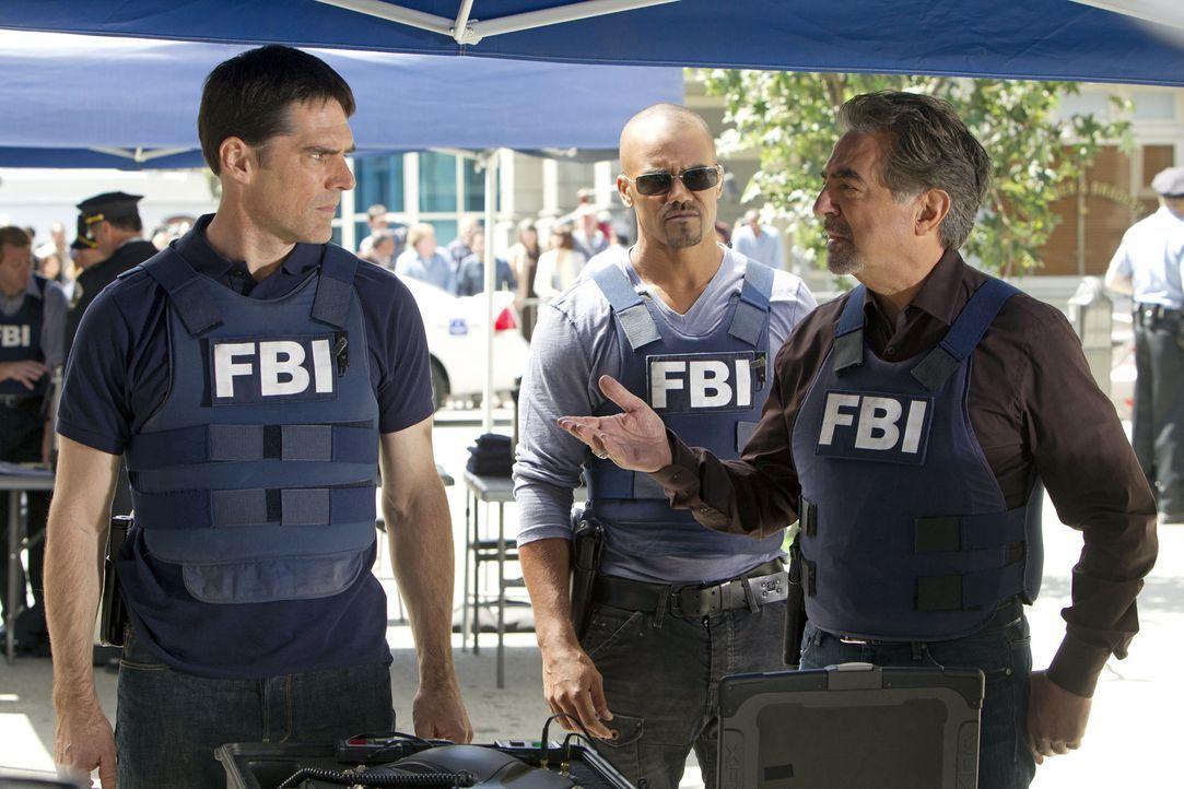 Das Team ermittelt gegen eine Bande von Bankräubern und Serienkillern in Washington D.C. Hotch (Thomas Gibson, l.), Morgan (Shemar Moore, M.) und Ro... - Bildquelle: ABC Studios