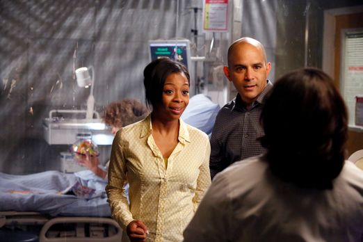 Grey's Anatomy - Noch ahnen Teresa (Bresha Webb, l.) und David Morris (Mark A...