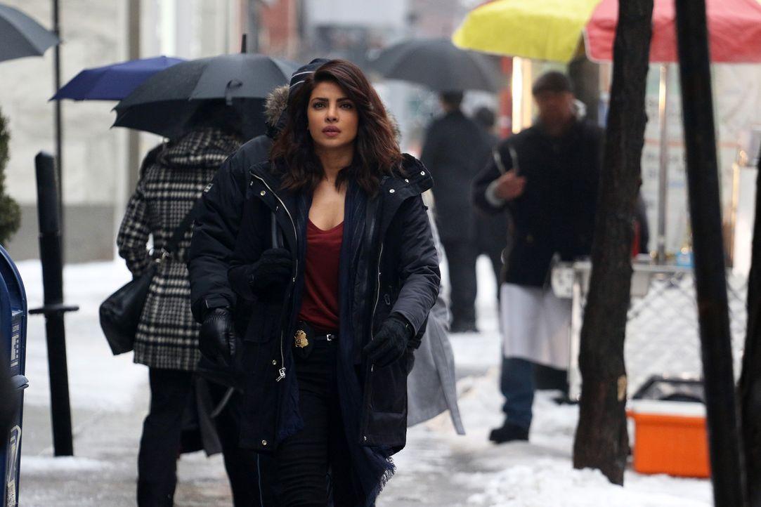 Versucht weiter, die Hintergründe des Terroranschlags aufzudecken: Alex (Priyanka Chopra) ... - Bildquelle: Bertrand Calmeau 2015 ABC Studios