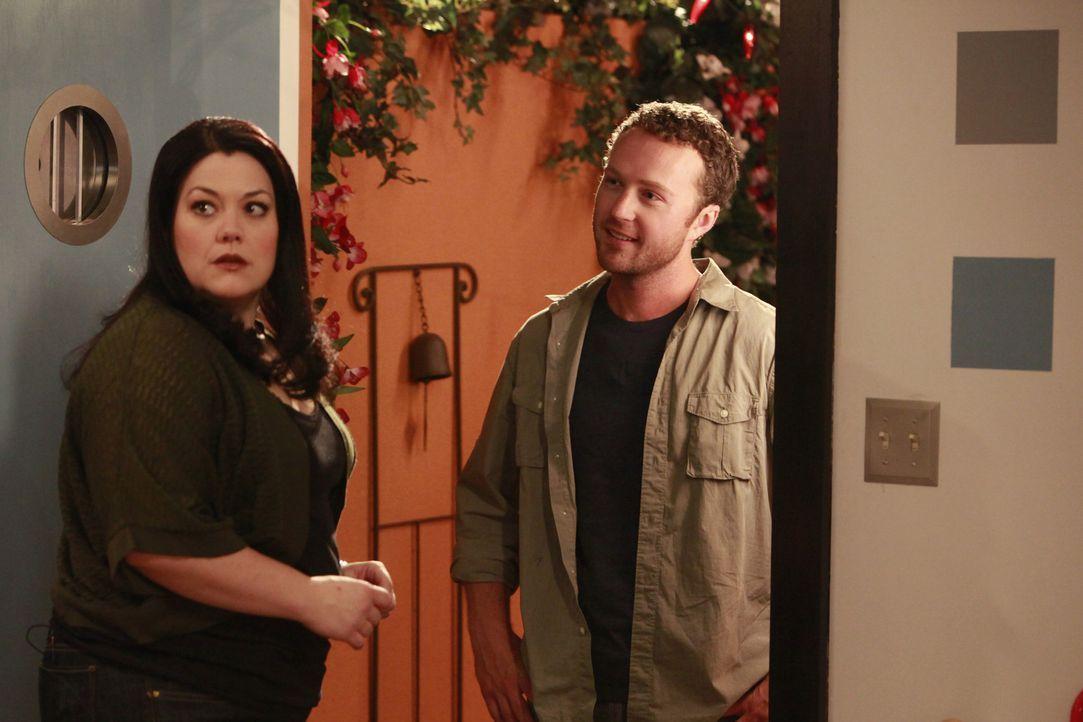 Das Chaos ist perfekt: Aus dem Nichts, steht plötzlich Janes (Brooke Elliott, l.) angeblicher Ehemann Ethan (Devon Gummersall, r.) vor der Tür, vo... - Bildquelle: 2009 Sony Pictures Television Inc. All Rights Reserved.