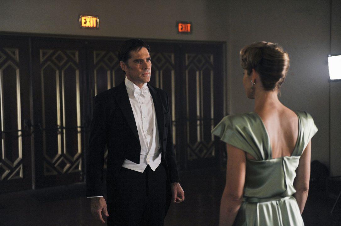 Während das Team in einem neuen Fall ermittelt, kämpft Hotch (Thomas Gibson, l.) um sein Leben und hat dabei Visionen von seiner verstorbenen Ehefra... - Bildquelle: ABC Studios