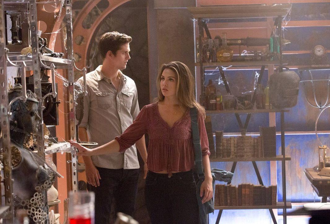 Spielt Kol (Daniel Sharman, l.) immernoch seine Spielchen mit Davina (Danielle Campell, r.)? - Bildquelle: Warner Bros. Television