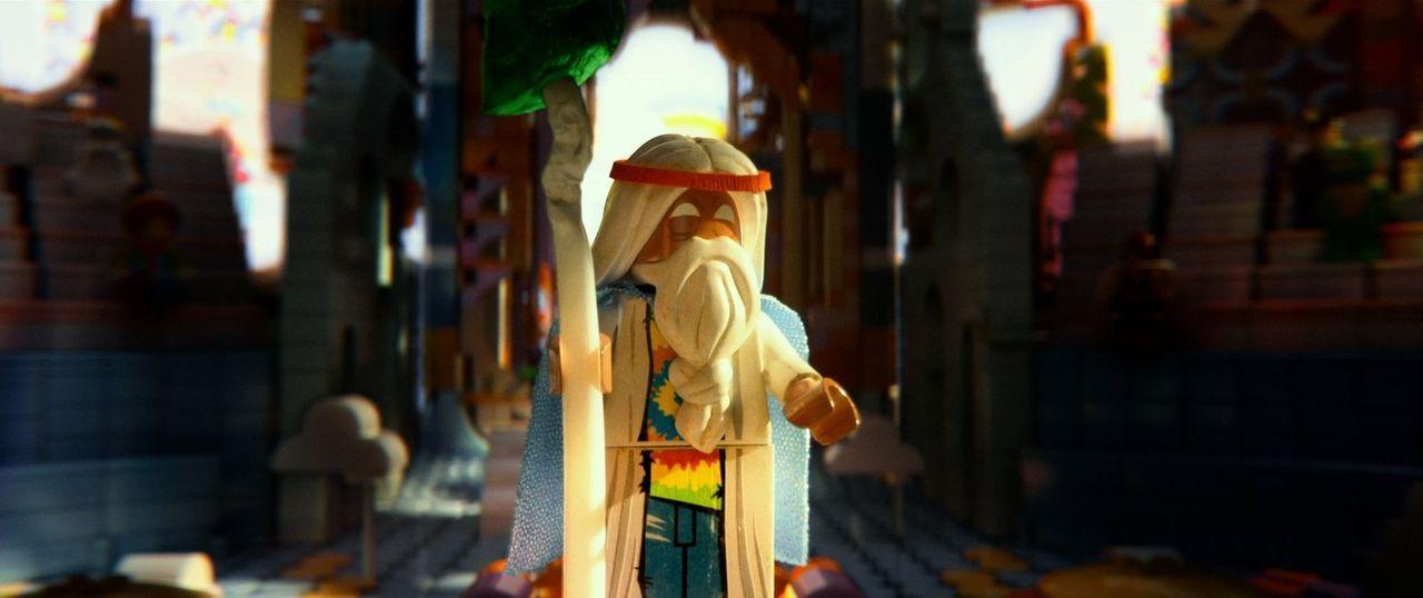 Unter der Führung des alten Mystikers Vitruvius (Bild) soll Emmet den skrupellosen Tyrannen Lord Business aufhalten, weil dieser das Universum zusam... - Bildquelle: 2014 Warner Brothers