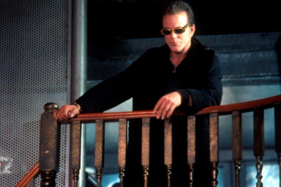 Jacks alter Widersacher ist wieder mit von der Partie. Cyrus Paice (Mickey Rourke) verdient sehr gut im Pornogeschäft. - Bildquelle: Warner Bros.
