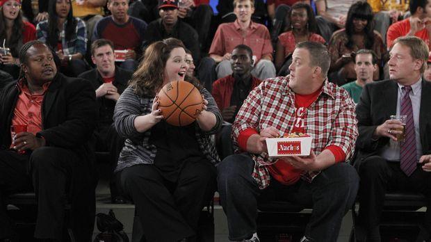 Sind glücklich miteinander: Mike (Billy Gardell, M.r.) und Molly (Melissa McC...