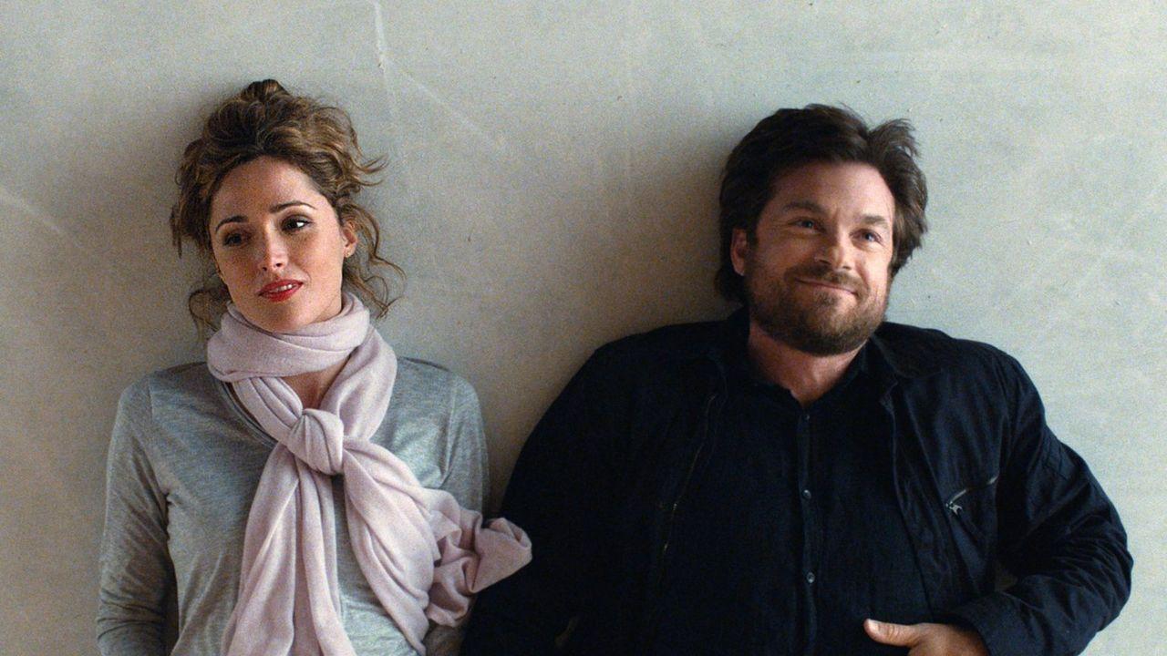 Obwohl Judd (Jason Bateman, r.) eigentlich genug von Frauen hat, kommt er Penny (Rose Byrne, l.) langsam näher ... - Bildquelle: 2014 Warner Brothers