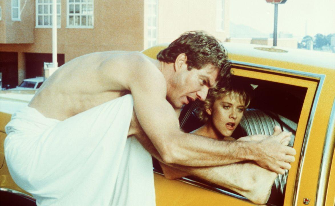 Der chaotische Ex-Leutnant Tuck Pendleton (Dennis Quaid, r.) kann seine Freundin Lydia Maxwell (Meg Ryan, l.) nicht mehr halten: Die Masche mit dem... - Bildquelle: Warner Bros.