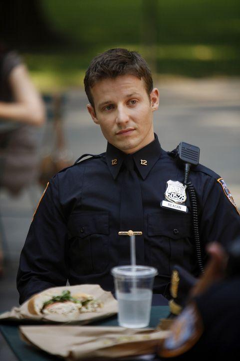 Jamie (Will Estes) brennt darauf, endlich einen richtigen Einsatz zu haben, doch er merkt schnell, dass er noch viel lernen muss ... - Bildquelle: 2010 CBS Broadcasting Inc. All Rights Reserved