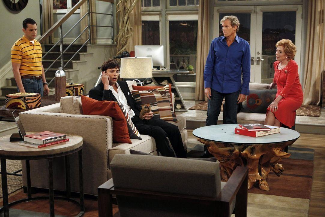 Nach dem missglückten Heiratsantrag machen sich Alan (Jon Cryer, l.), Michael Bolton (Michael Bolton, 2.v.r.) und Evelyn (Holland Taylor, r.) Sorgen... - Bildquelle: Warner Bros. Television