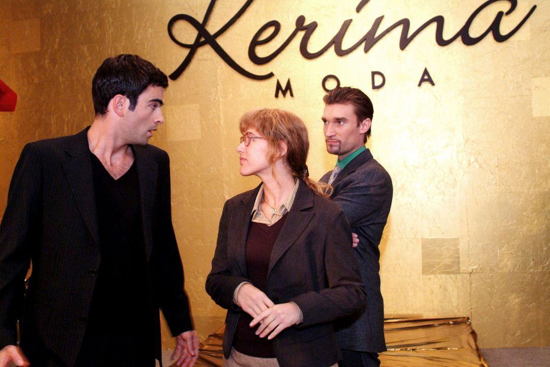 David (Mathis Künzler, l.) lehnt dankend ab, als Lisa (Alexandra Neldel, M.) ihn gemeinsam mit Richard (Karim Köster, r.) zu einer kleinen Feier ein... - Bildquelle: Monika Schürle Sat.1