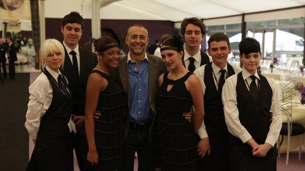 Sternekoch Michel Roux (4.v.l.) möchte diesen jungen Menschen zeigen, dass au...