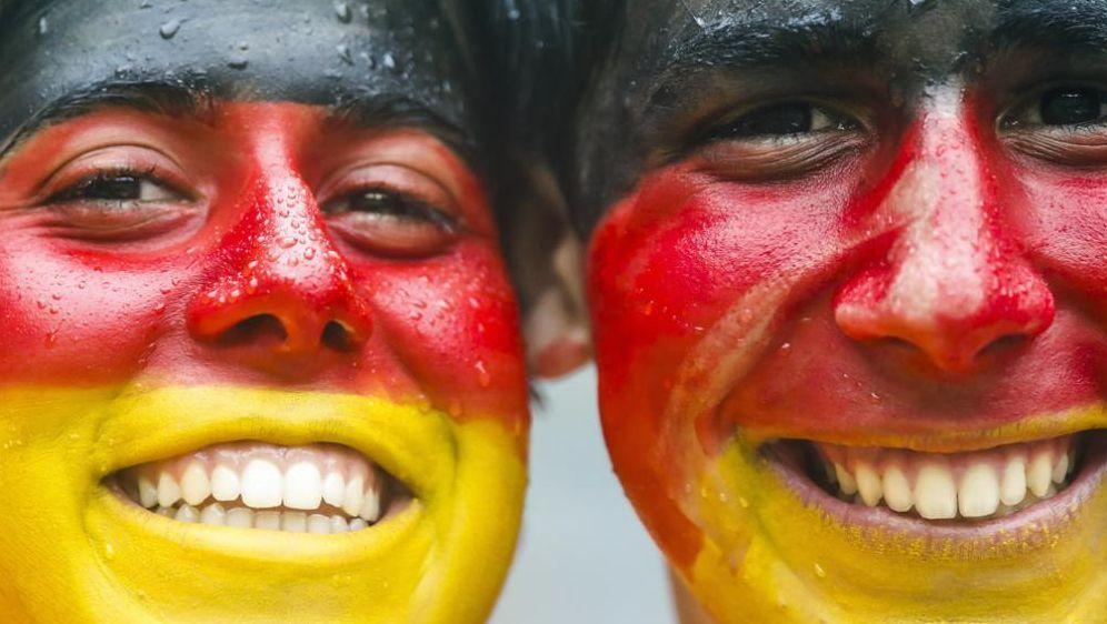 Deutsche Fans in Brasilien vorbildlich - Bildquelle: SID-SID-PIXATHLON