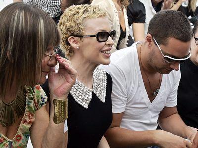 Kylie bei den Haute Couture Schauen im Juli 2006 in Paris - Bildquelle: AFP