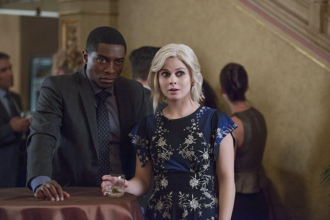 Während Justin (Tongayi Chirisa, l.) und Liv (Rose McIver, r.) mit den Folgen eines unerwarteten Mordes zu kämpfen haben, steigt Ravi in der Anti-Zo... - Bildquelle: 2017 Warner Brothers