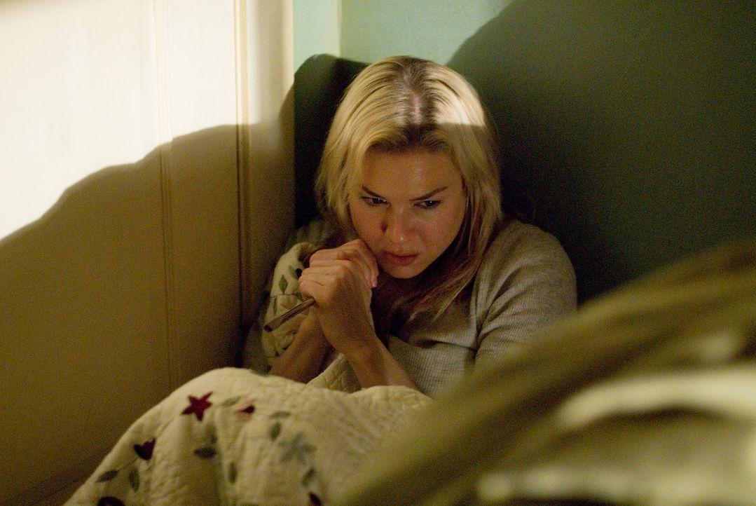 Bereitwillig nimmt Sozialarbeiterin Emily (Renée Zellweger) das scheinbar stark traumatisierte Mädchen bei sich zu Hause auf, bis geeigneten Pfleg... - Bildquelle: Kimberley French 2010 PARAMOUNT PICTURES.  All Rights Reserved.