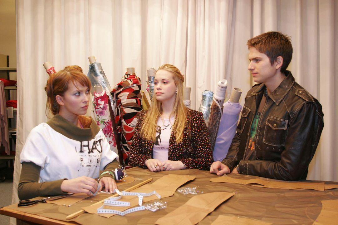 Als Kim (Lara-Isabelle Rentinck, M.) Hannah (Laura Osswald, l.) helfen will, das Chaos, was sie angerichtet hat zu beheben, bekommt sie von Hannah u... - Bildquelle: Sat.1