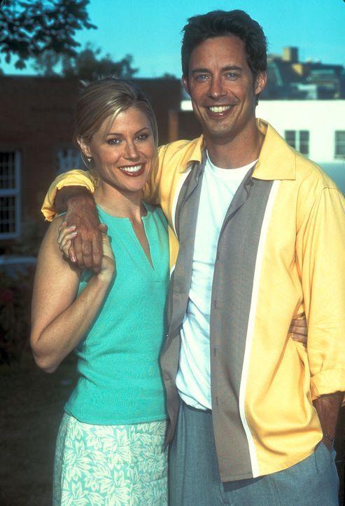(2. Staffel) - Wird Eds (Tom Cavanagh, r.) Wunsch in Erfüllung gehen und kann er Carol (Julie Bowen, l.) für sich gewinnen? - Bildquelle: TM &   Paramount
