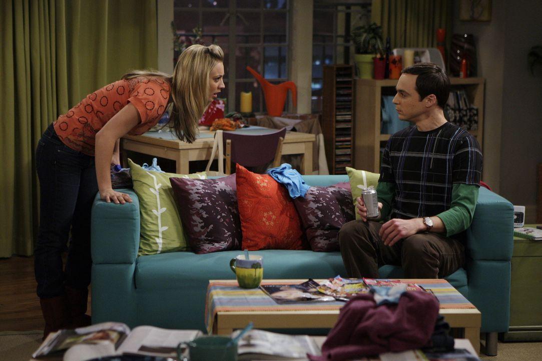 Während Raj, Leonard und Howard in Las Vegas sind, freut sich Sheldon (Jim Parsons, r.) auf seine sturmfreie Bude. Als er Penny (Kaley Cuoco, l.) i... - Bildquelle: Warner Brothers Entertainment Inc.