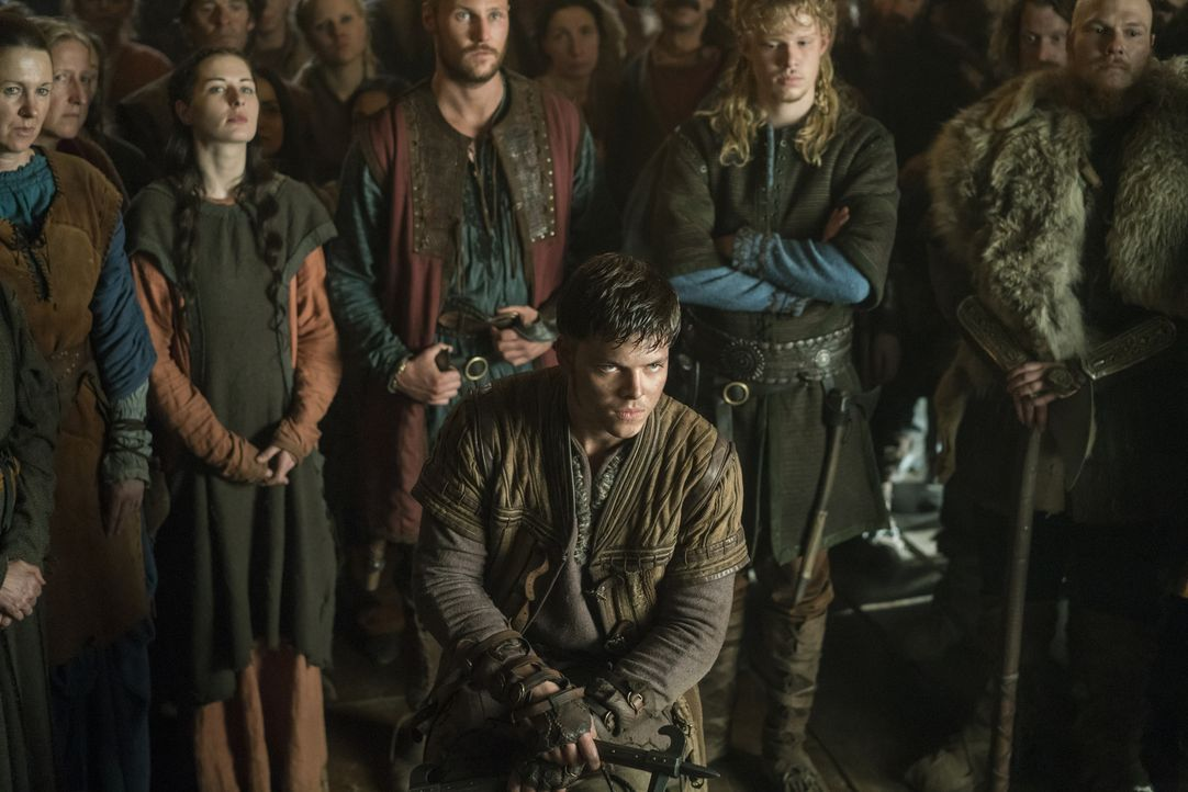 Schwört Rache an Lagertha: Ivar (Alex Høgh Andersen, vorne) ... - Bildquelle: 2016 TM PRODUCTIONS LIMITED / T5 VIKINGS III PRODUCTIONS INC. ALL RIGHTS RESERVED.