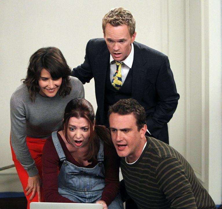 Während Ted zu einer Verabredung geht, ohne das Mädchen vorher im Internet zu recherchieren, sind seine Freunde entsetzt und übernehmen das für... - Bildquelle: 20th Century Fox International Television