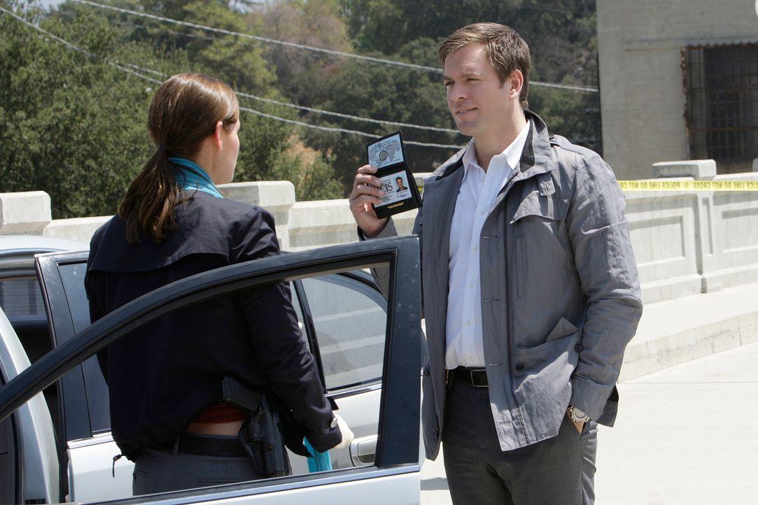 Gemeinsam mit seinen Kollegen will Tony (Michael Weatherly, r.) einen neuen Fall lösen ... - Bildquelle: CBS Television