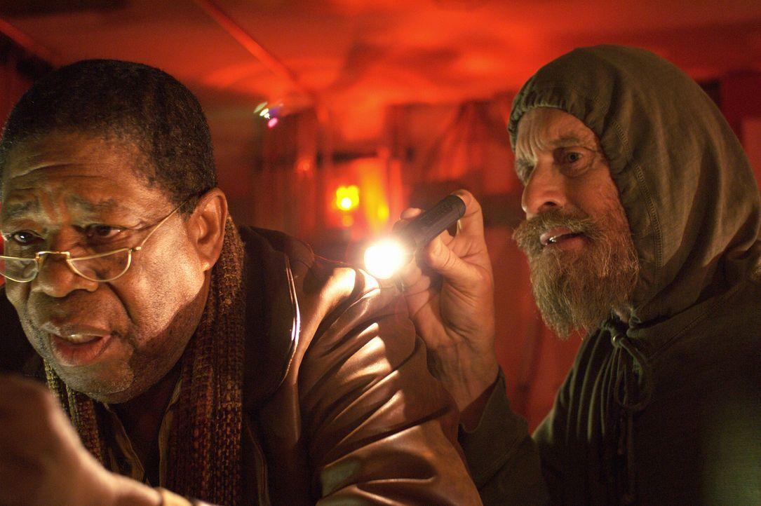 Mit Hilfe des alternden Pepper (Willis Burks II, l.), einem Jugendfreund und Musiker-Kollegen, bricht Charlie (Michael Douglas) zu nächtlicher Stun... - Bildquelle: Nu Image
