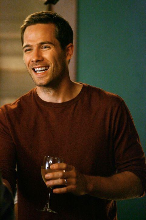 Wird zum Chefkoch befördert: Scotty (Luke MacFarlane) ... - Bildquelle: 2008 ABC INC.