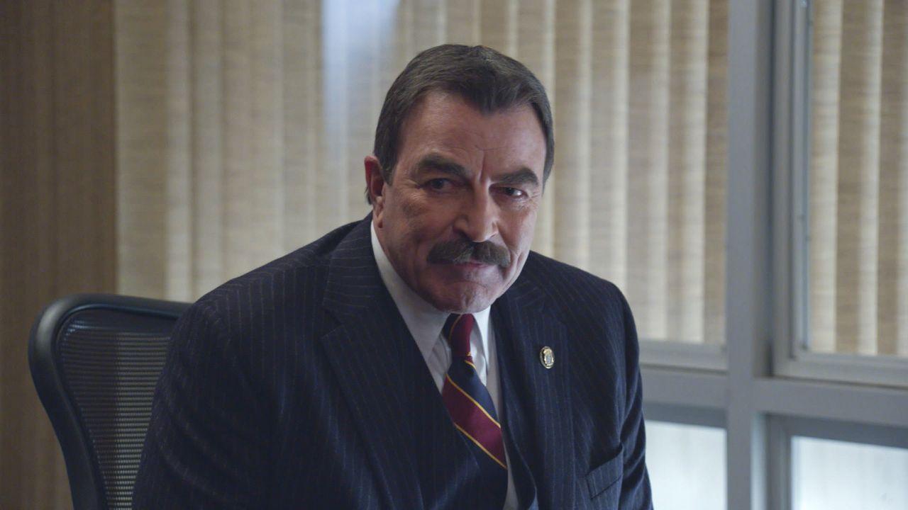 Weil Gormleys Machenschaften den Ruf des Departments zu beschädigen drohen, muss Frank (Tom Selleck) eingreifen ... - Bildquelle: 2014 CBS Broadcasting Inc. All Rights Reserved.