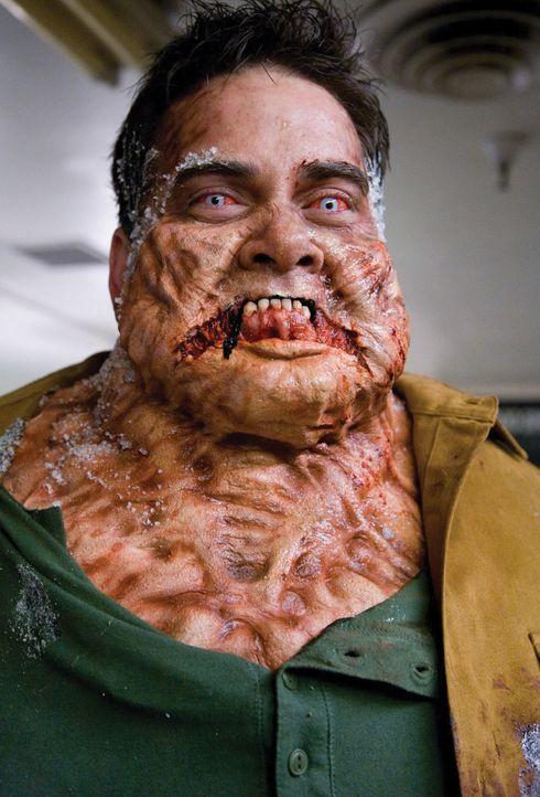 Die Aliens haben ihren ersten Wirt gefunden: Chambers (Keith Hudson) ... - Bildquelle: 2007 Warner Bros. Entertainment INC.