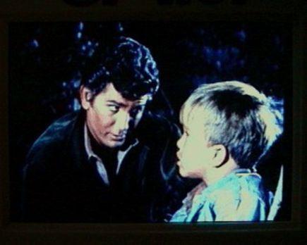Bonanza - Der kleine Michael (Clint Howard, r.) hat von den Indianern erfahre...