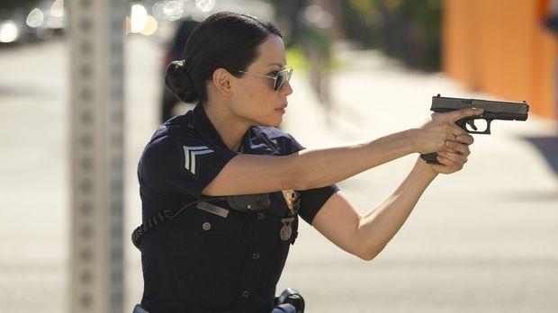 Officer Jessica Tang (Lucy Liu) fackelt nicht lang ... © Warner Brothers