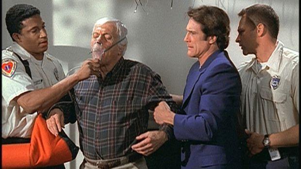 In letzter Minute kann Steve (Barry Van Dyke, 2.v.r.) seinen Vater Mark (Dick...