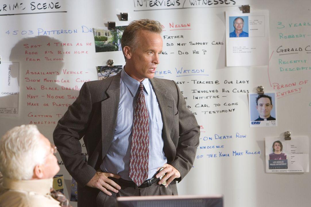 Detective Ross (Conan McCarty) und seine Kollegen müssen in einem Mordfall ermitteln, bei dem ein angeblich unauffälliger Junge vor seinem Haus ersc... - Bildquelle: Warner Brothers