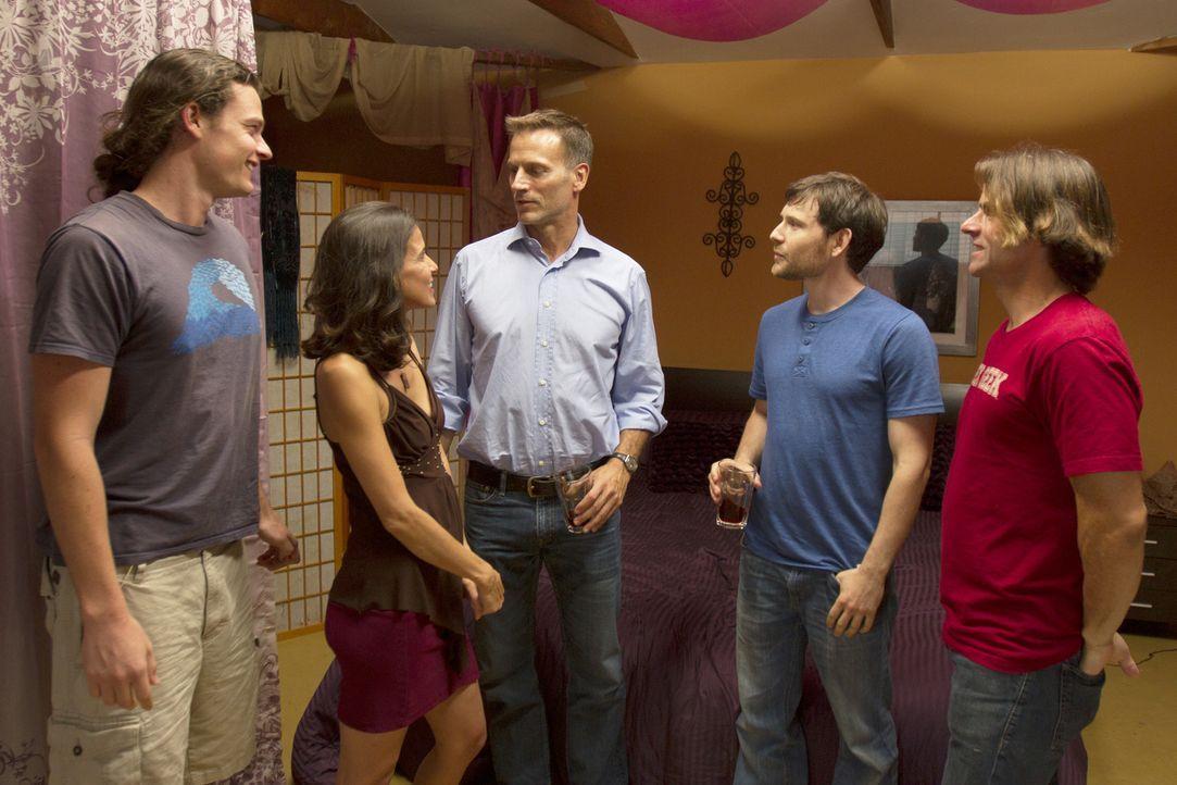 Gibt es wirklich keine Spannungen zwischen Jason (l.), Kamala (2.v.l.), Christian (M.), Tahl (2.v.r.) und Michael (r.)? - Bildquelle: Showtime Networks Inc. All rights reserved.