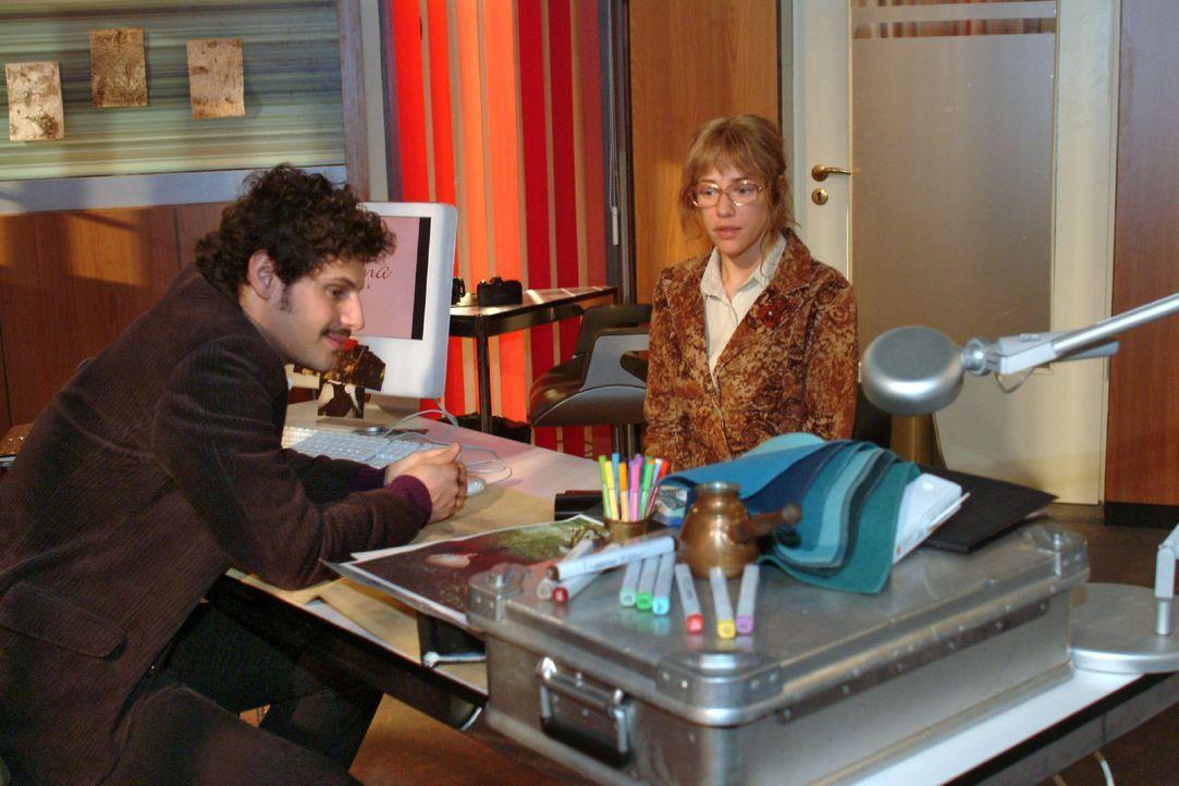 Als Lisa (Alexandra Neldel, r.) Rokko (Manuel Cortez, l.) sensibel erklären möchte, dass seine Schwärmerei für sie zu nichts führt, reagiert di... - Bildquelle: Noreen Flynn Sat.1
