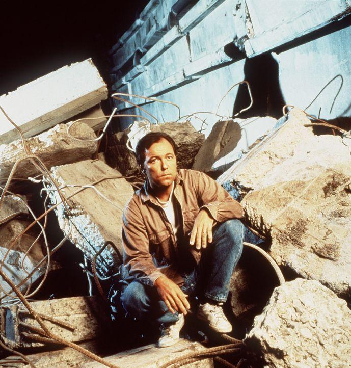Ein Alptraum beginnt: Pastor Beruman (Rubén Blades) ... - Bildquelle: Columbia Pictures Television
