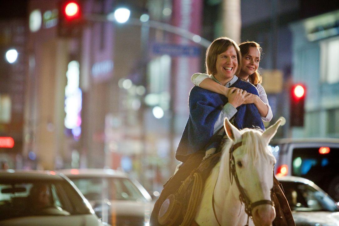 Nicht nur Bucky (Nick Swardson, l.), sondern auch Kathy (Christina Ricci, r.) ist wegen eines ganz bestimmten Traumes nach Los Angeles gekommen. Ob... - Bildquelle: 2011 Columbia Pictures Industries, Inc. All Rights Reserved.